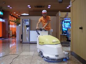 床清掃の様子1